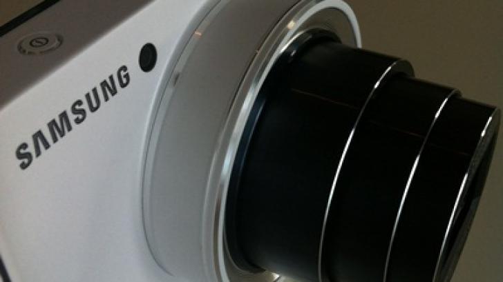 สัมผัสแรก Samsung Galaxy Camera